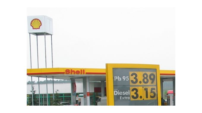 Arval bietet kostenlose Tankkarte