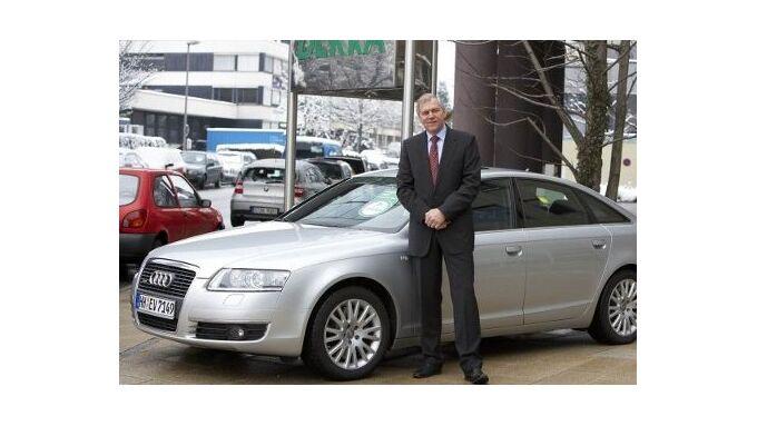 Clemens Klinke, Vorsitzender von DEKRA Automobil, vor Audi A6