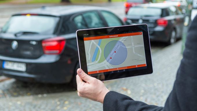 Das sensorgesteuerte Parkmanagementsystem – Parkplatz ohne Suche / The sensor-controlled parking management system – parking space without searching