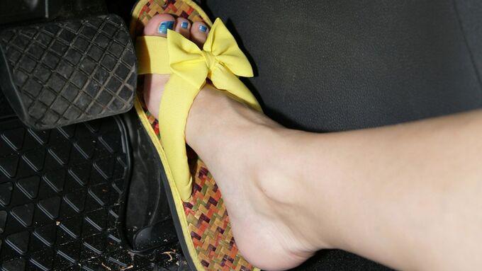 Richtiges Schuhwerk am Steuer