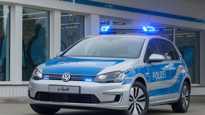 Weltpremiere Volkswagen e-Golf in Polizeiuniform