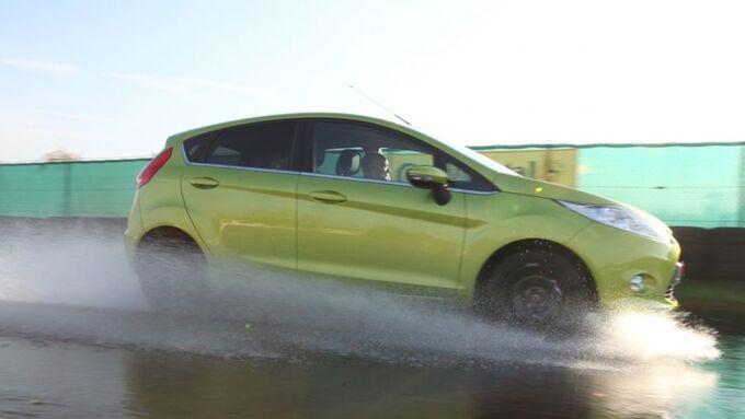 grüner Ford