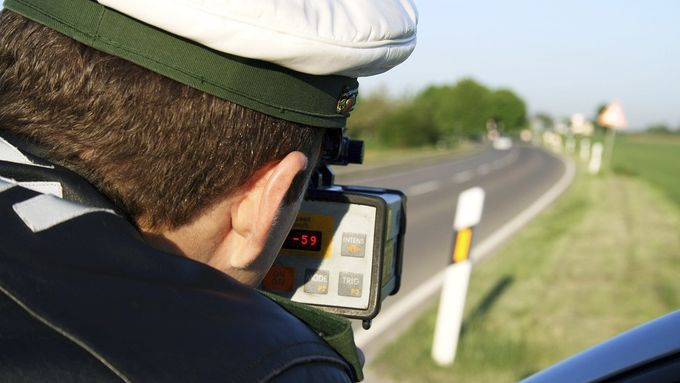 polizei, deutschland, kontrolle, verkehrskontrolle, laser, geschwindigkeit, geschwindigkeitsmessung, strafzettel, polizist, arbeit, streifenwagen, polizeiauto