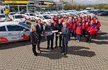 ALD Automotive übergibt 28 Opel Corsa ans DRK Lüneburg.