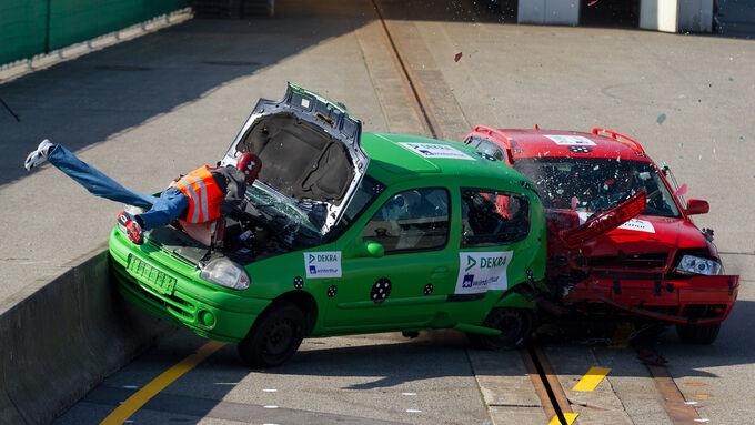 Crashtests 2012 / Achtung Baustelle - wenn«s eng wird, wird«s gefŠhrlich!