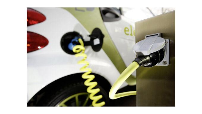 Elektroautos kosten doppelt so viel wie Benziner
