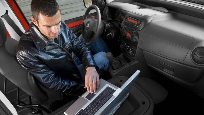Laptop, Geschäftsauto, Unfall, Versicherung