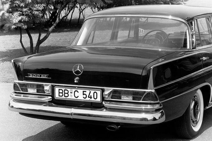 Mercedes W 110/111, Heck