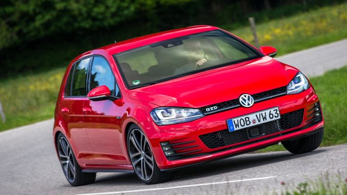 Optisch lehnt sich der neue VW Golf GTD stark an die GTI-Ikone an. Dank Progressivlenkung und Differentialsperre ist der GTD sehr handlich und sicher.