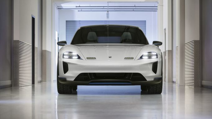 Porsche Mission E Cross Turismo 2018