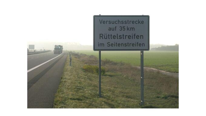 Rüttelstreifen machen Verkehr sicherer