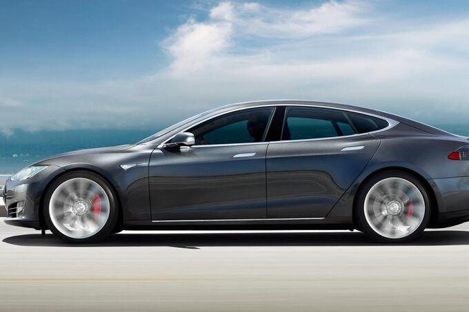 Tesla Modl S 700