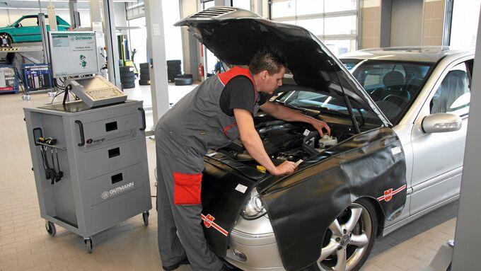 Volkswagen verstaerkt Serviceoffensive. Werkstattkette stop+go bietet attraktive Serviceleistungen fuer aeltere Fahrzeuge Stop + Go